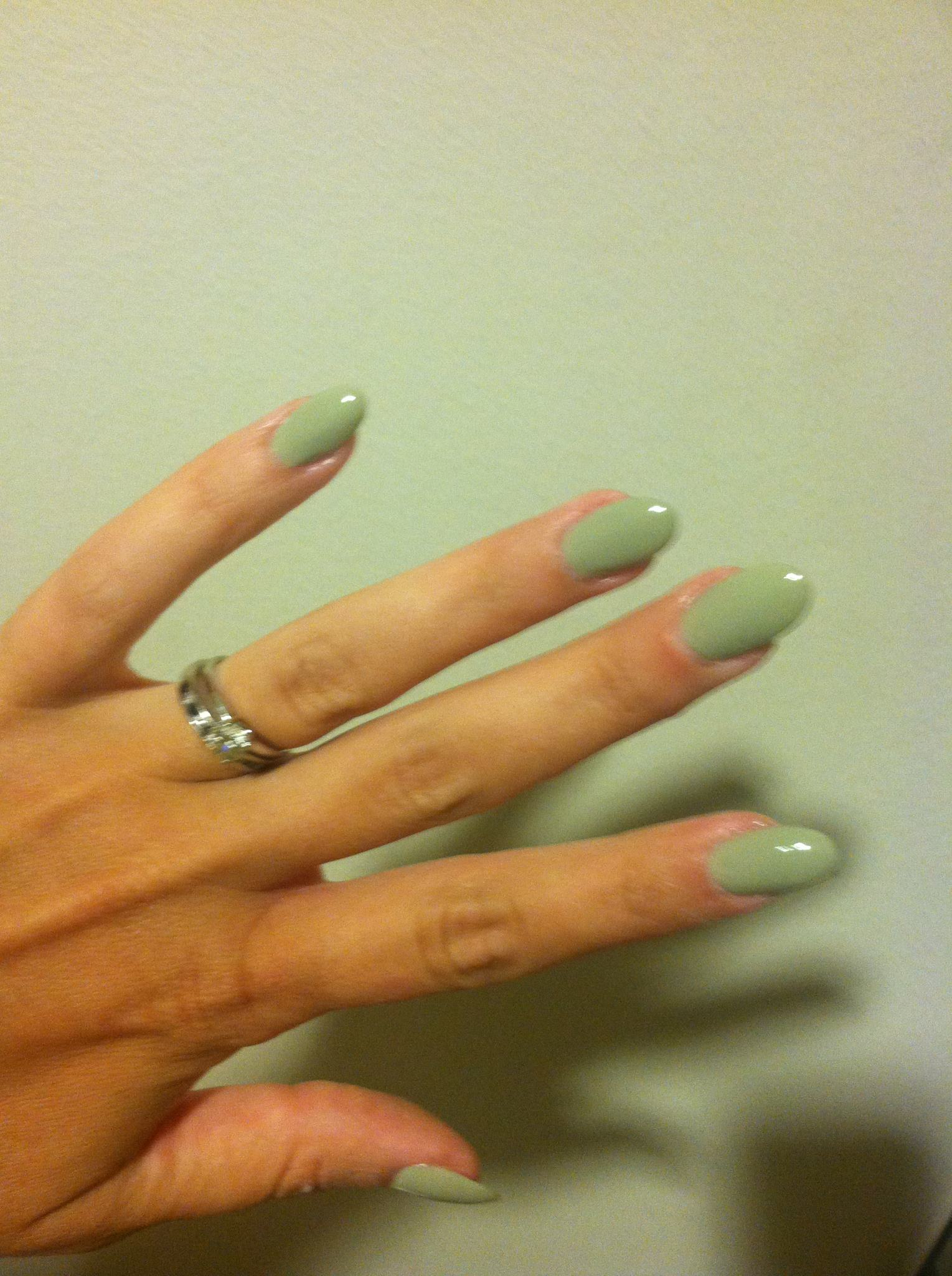 Trend Watch: Stiletto Nails! Get Your Claws Out! 70\'s-inspired Long ...