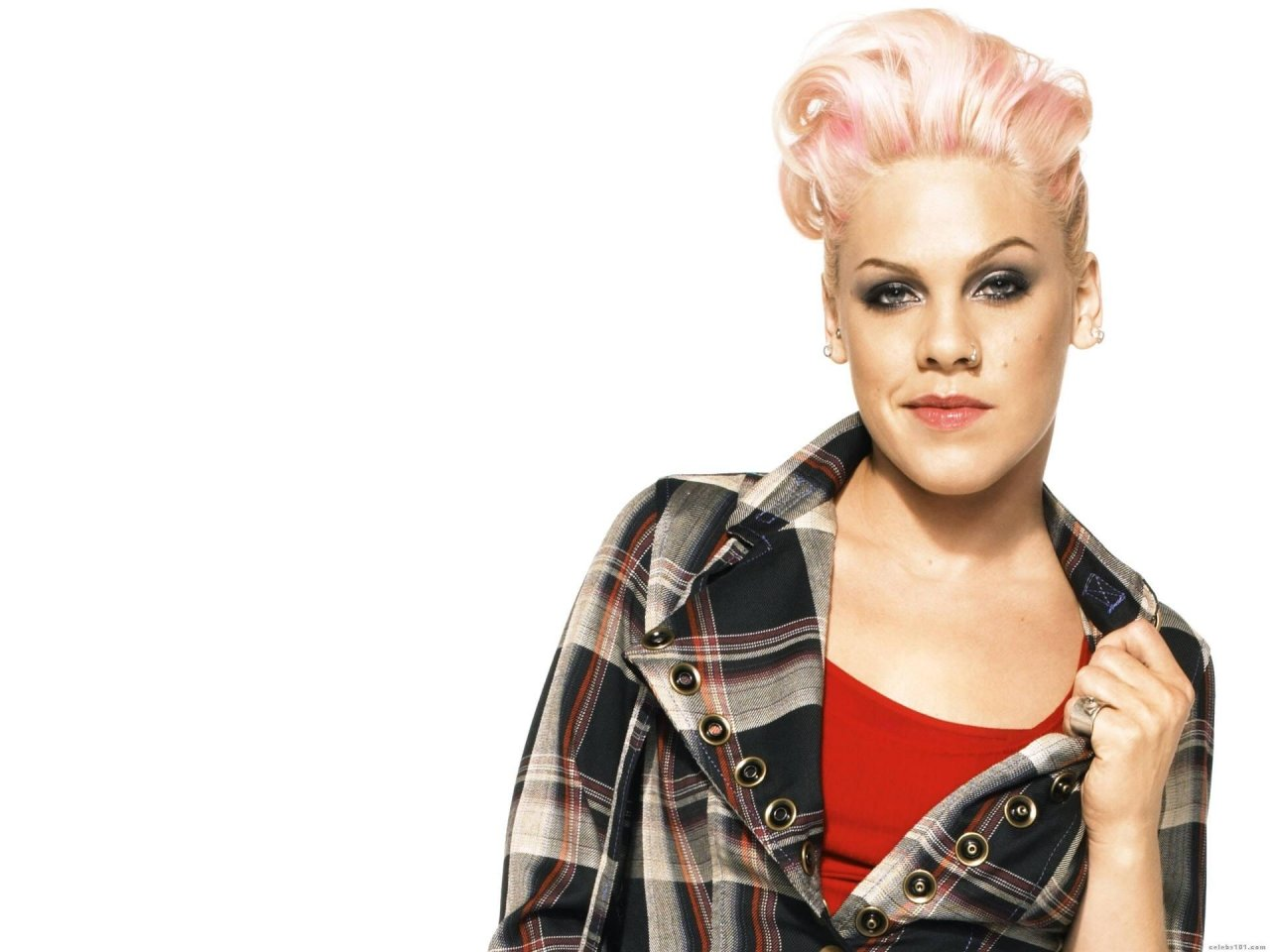 Pink singer alecia moore short hair newhairstylesformen2014 com
